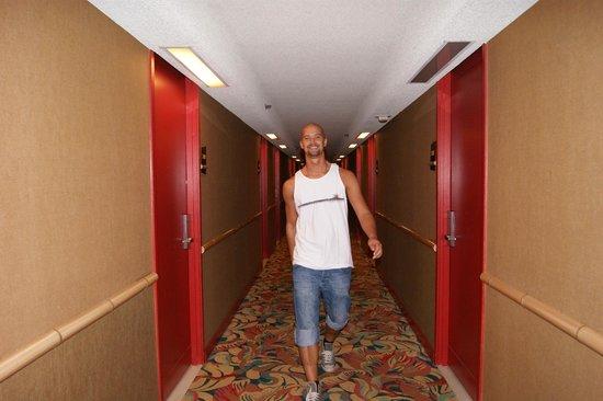 Aston Waikiki Beach Hotel: Hallway