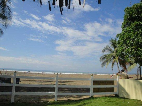 Hotel & Villas Tangeri:                   Frente del hotel, hacia la playa.