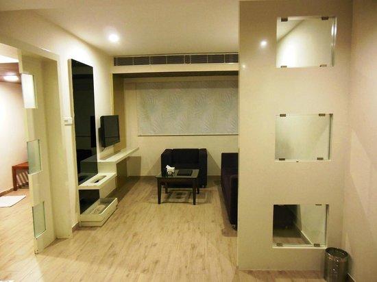 Hotel Ananth Executive:                   Luggage Shelf