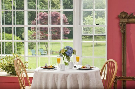 Woods Hole Passage Bed & Breakfast Inn: Good morning!