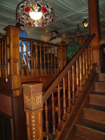 The Irish Lion Restaurant & Pub: Old wold charm and excellent service