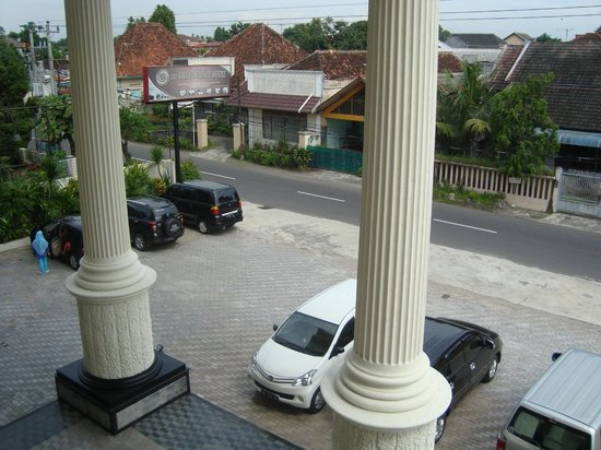 The Grand Palace Hotel Yogyakarta:                   Depan Hotel