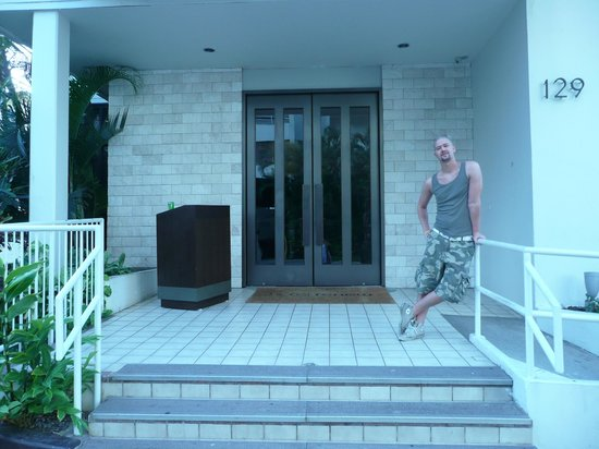 Hotel Renew: Entrance