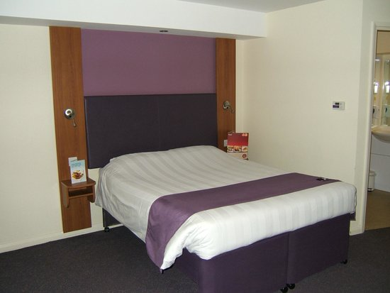 Premier Inn Doncaster Central East: Large comfy bed