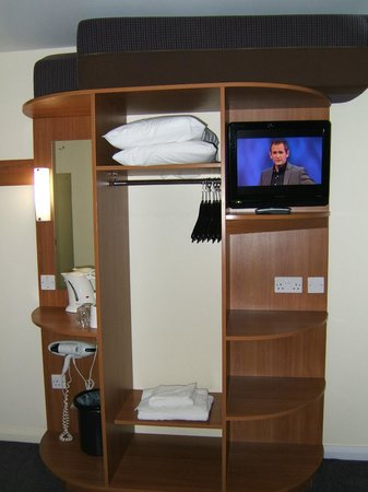Premier Inn Doncaster Central East: TV and wardrobe