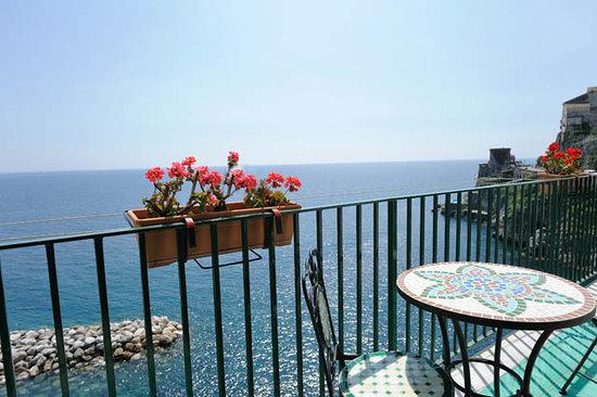 La Scogliera: La Scogliera's balcony