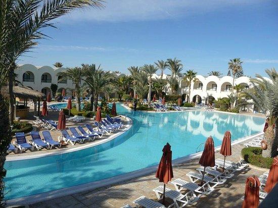 SENTIDO Djerba Beach:                   La piscine vue d'en haut