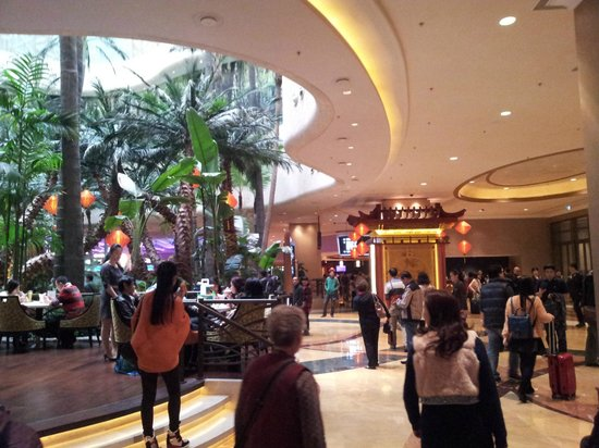 Sheraton Grand Macao Hotel, Cotai Central: This is the main entrance, to the left is the entrance to the casino