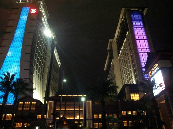Sheraton Grand Macao Hotel, Cotai Central: Hotel outlook, left is Sky Tower, Right is Earth Tower.