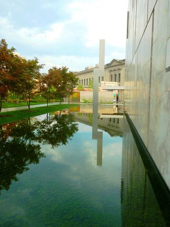The Barnes Foundation: Exiting the Barnes via the water - a peaceful spot