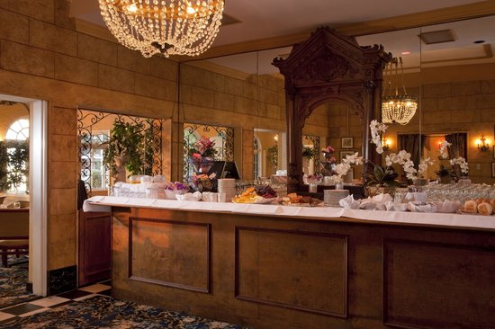 The Club Continental Suites: Continental Breakfast served in the Mansion