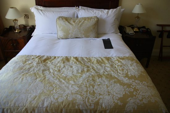The Shelbourne Dublin, A Renaissance Hotel:                   Bed