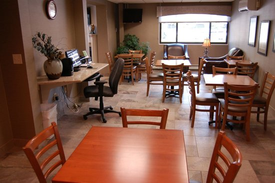Brentwood Inn and Suites: Newly Renovated Breakfast Area