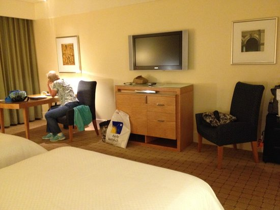 The Westin Sydney: Lots of room in this standard room.