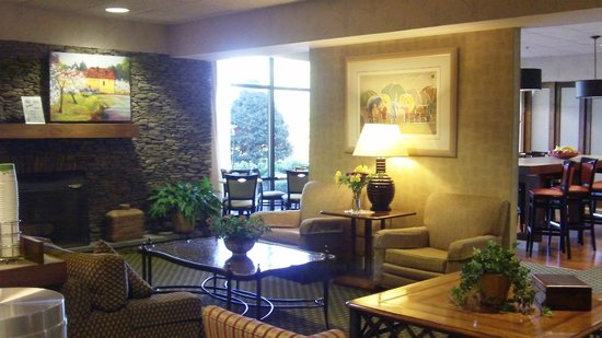 Hampton Inn Bloomsburg: Lobby/seating area
