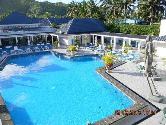 Muri Beach Club Hotel:                   View of Pool from Lounge