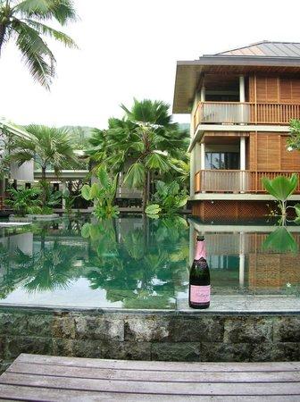 Dhevatara Beach Hotel:                   piscine