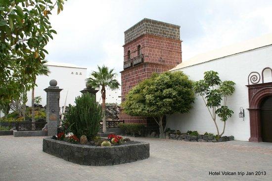Hotel The Volcan:                   exterior hotel main entrance