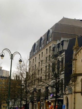 Sofitel Brussels Le Louise:                   vue de l'hôtel de l'extérieur