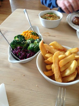 The Fur and Feathers: exceptional chips, veggies and dauphinois