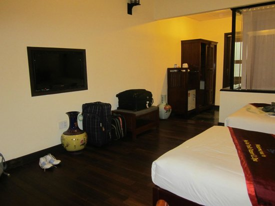 Hoi An Trails Resort:                   Twin bed suite.