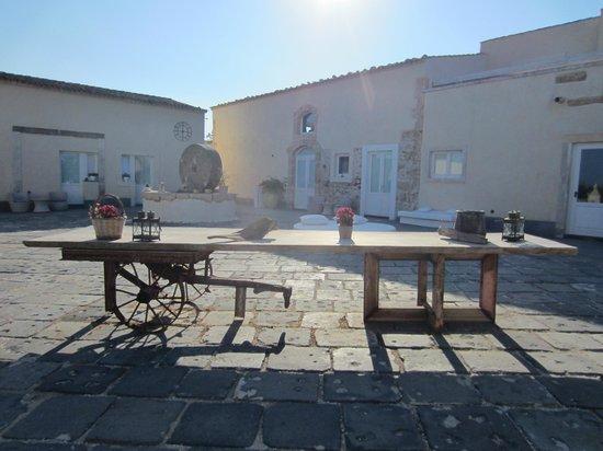 Hotel Borgo Pantano:                   Nice design