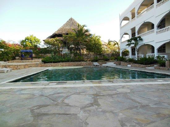 Jacaranda Beach Resort:                   una delle due piscine