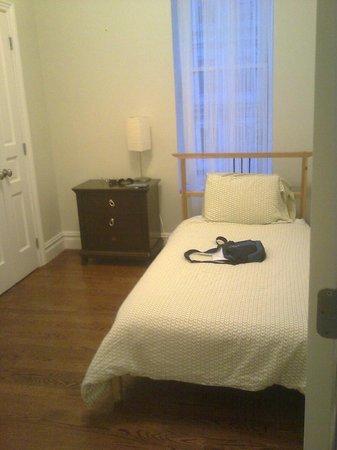 Indigo Arms Guest House:                   Camastro a 100$/noche frio y ruidoso, sábanas sucias, poca ropa, cortinas fina