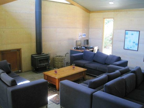 Grampians Eco YHA:                   another lounge shot