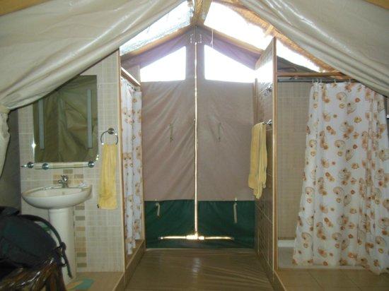 Joseph e Toyota Kenya safari - Day Trips :                   interno tenda Campo Ndololo