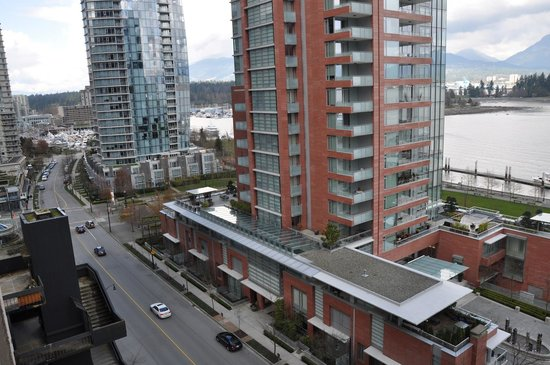 Pinnacle Hotel Vancouver Harbourfront:                   View of the city                 