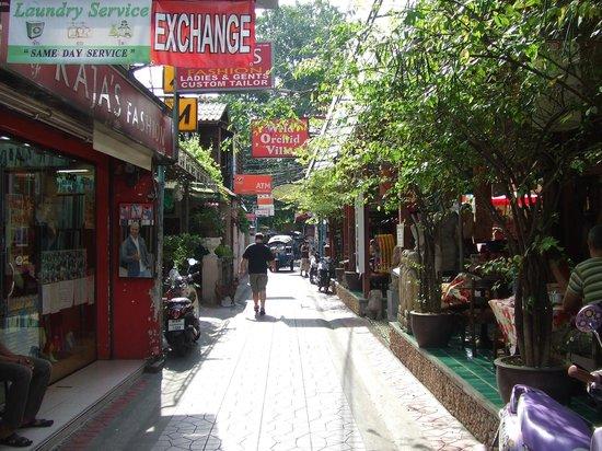 Erawan House:                   Chanasongkhram Phra-Artid Road, Pranakorn