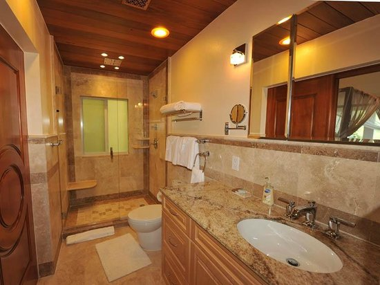 Sea Shore Allure: Standard One Bedroom Bathroom