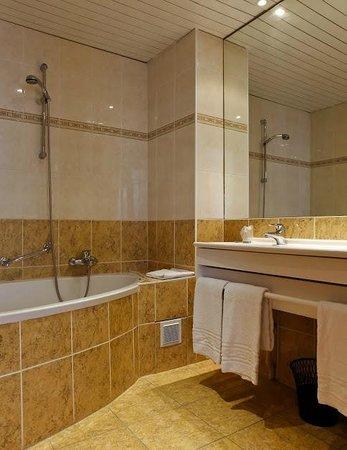 Hôtel La Résidence : salle de bains