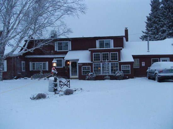 The Colonial House Inn & Motel:                   Colonial Inn, Weston Vermont