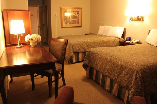 Vacationland Inn: Deluxe Room