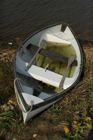 Menemsha Inn and Cottages:                   A small rowboat we came across