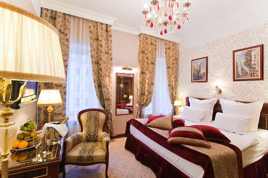 Golden Triangle Hotel: getlstd_property_photo