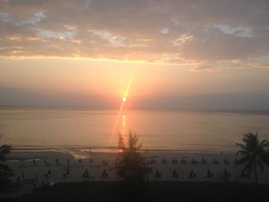 Centara Grand Beach Resort Phuket:                   sunset from our balcony