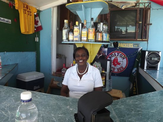 SuperClubs Rooms on the Beach Negril: Maureen's bar