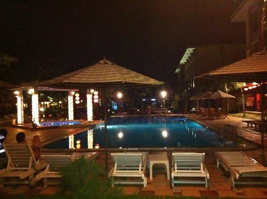 Hoi An Historic Hotel:                   pool at night
