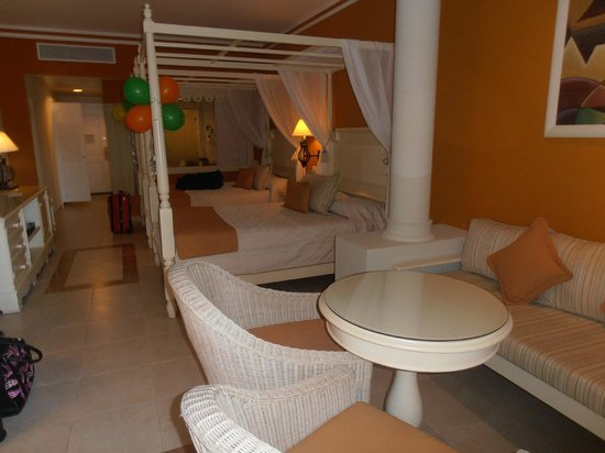 Luxury Bahia Principe Esmeralda Don Pablo Collection:                   bedroom with 2 beds