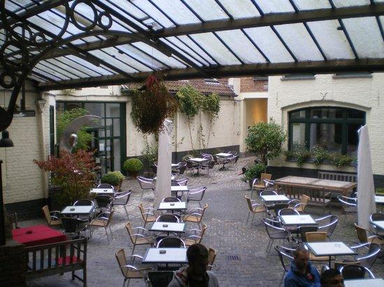 De Halve Maan Brewery: courtyard