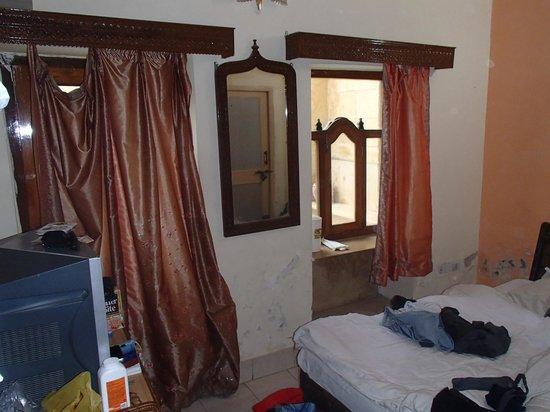 Hotel Golden City:                   vu d'ensemble de la chambre