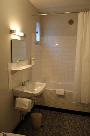 L'Auberge de la Ramberge: Salle de bain chambre familiale