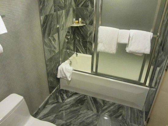 New York Hotel And Basic Bathroom Suite Tidy