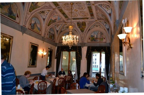Hotel Degli Orafi:                   Breakfast room ceiling