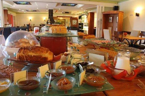 Boutique Hotel Varanda das Bromelias:                   Café da manhã como almoço!