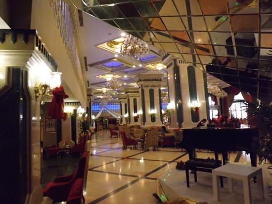 Club Hotel Sera :                   hall d entrée