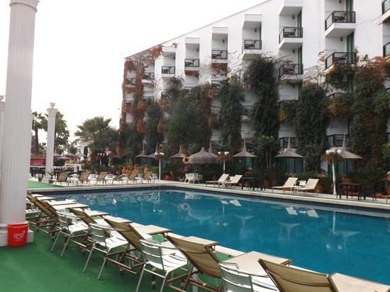 Club Hotel Sera :                   Une des piscines